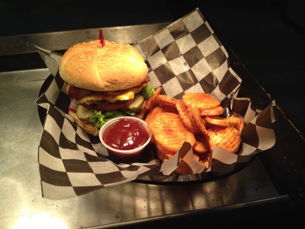 Czeckers Sports Bar & Grill: 407 Walnut St, Yankton, SD