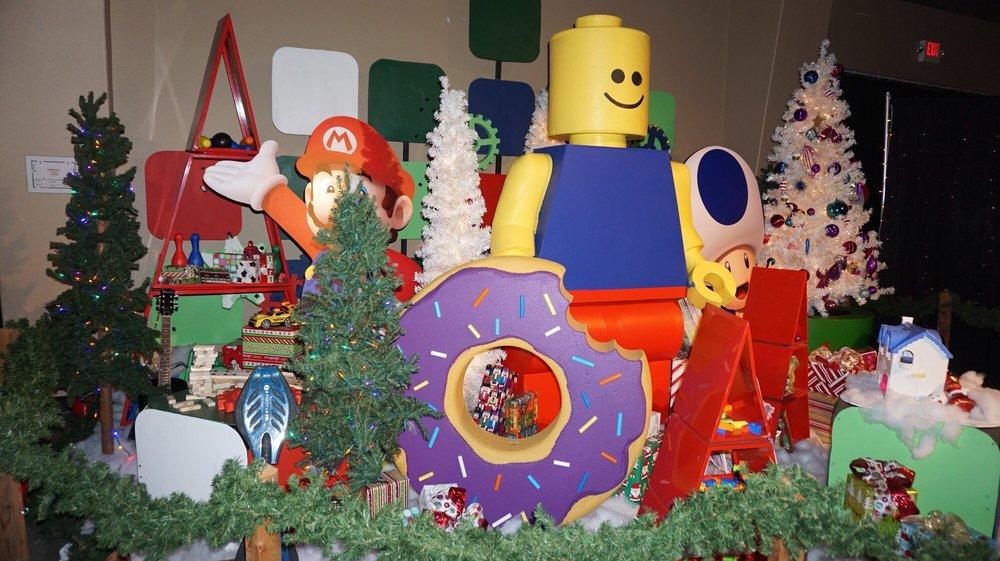 The Christmas Train: 1407 Victory Ln, Alvin, TX