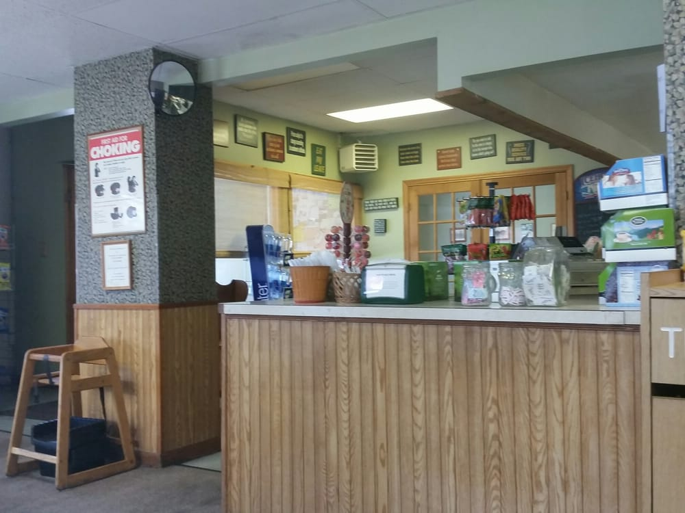 Sandy's Deli & Catering: 133 Lake St, Rouses Point, NY