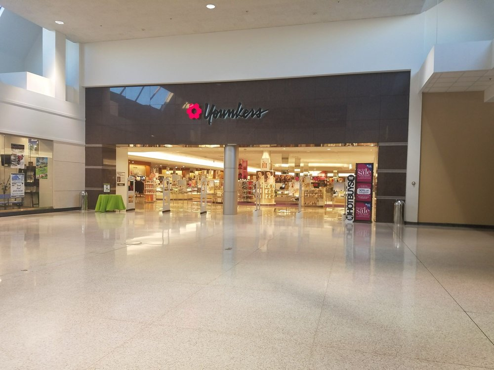 Younkers: 3800 Merle Hay Rd, Des Moines, IA