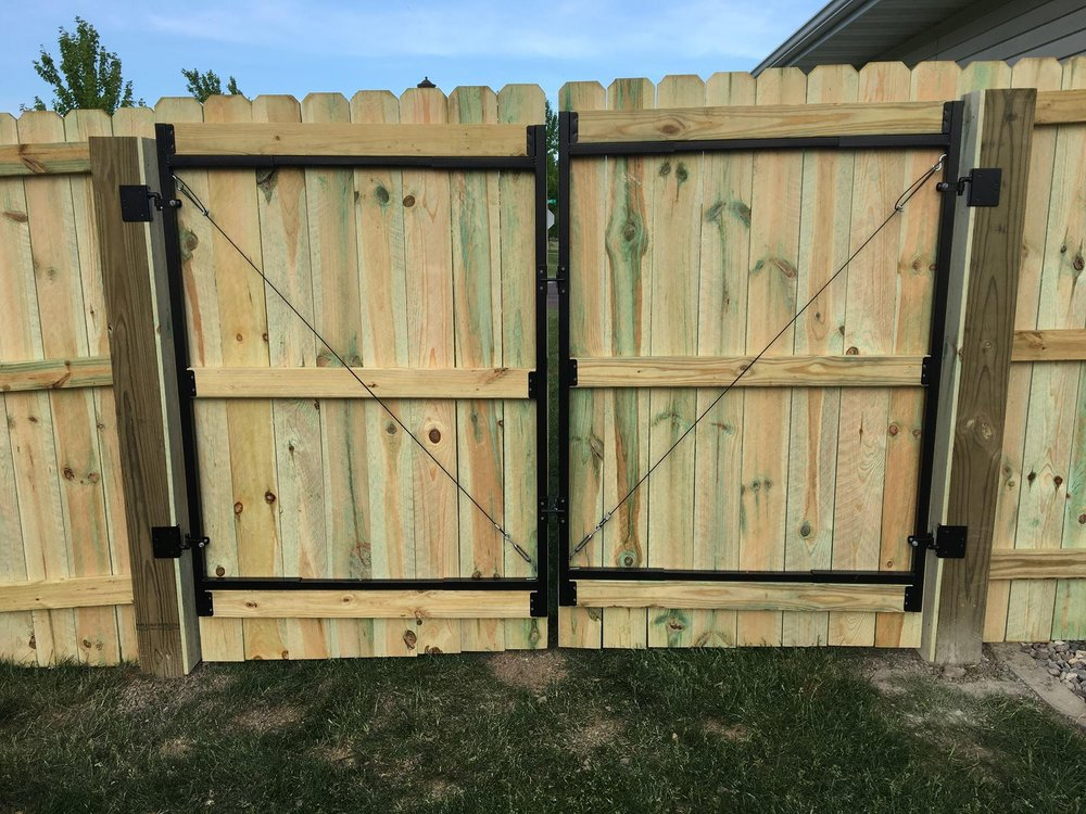 MSL Landscaping and Fencing: 1975 Diablo Dr SE, Owatonna, MN