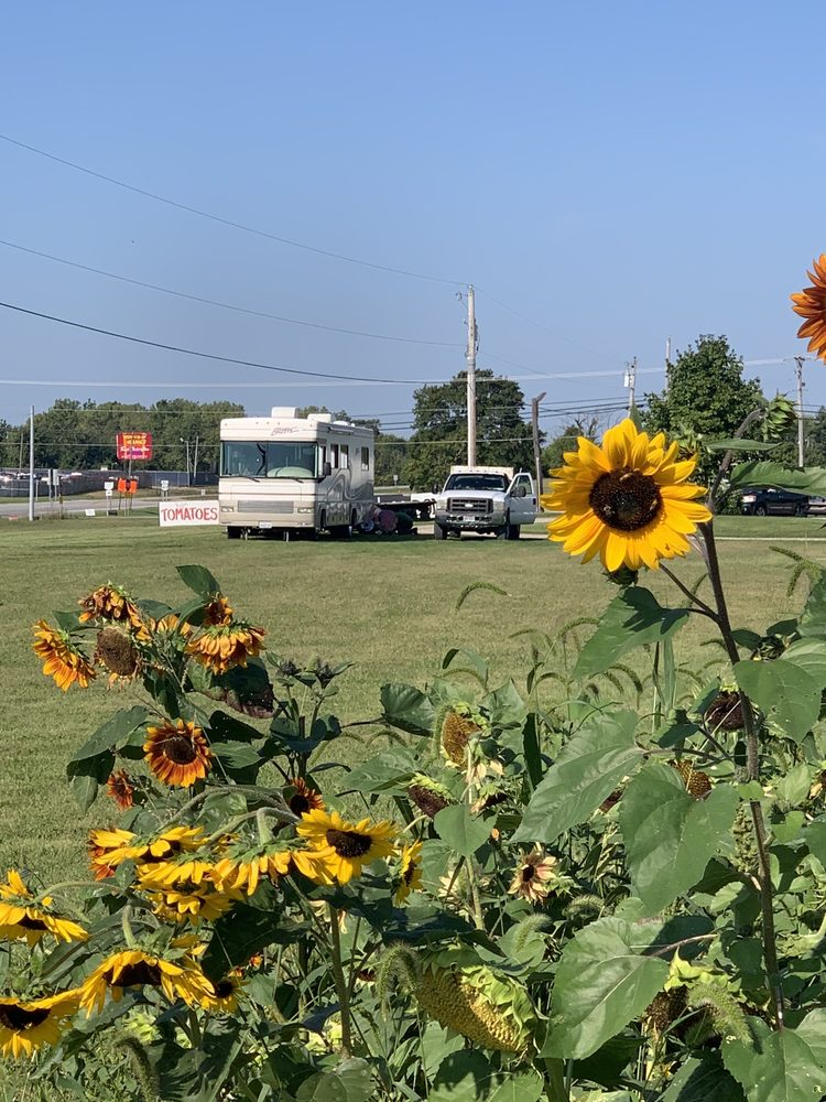 Truck Road Service: 25 Laura Cir E, Laura, OH
