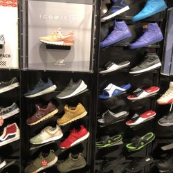 Foot Locker - 13 Photos   18 Reviews - Shoe Stores - 2284 Kalakaua ... ec21ba48c