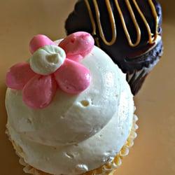 The white flower cake shoppe 18 fotos cupcakes 33371 aurora rd foto de the white flower cake shoppe solon oh estados unidos mightylinksfo