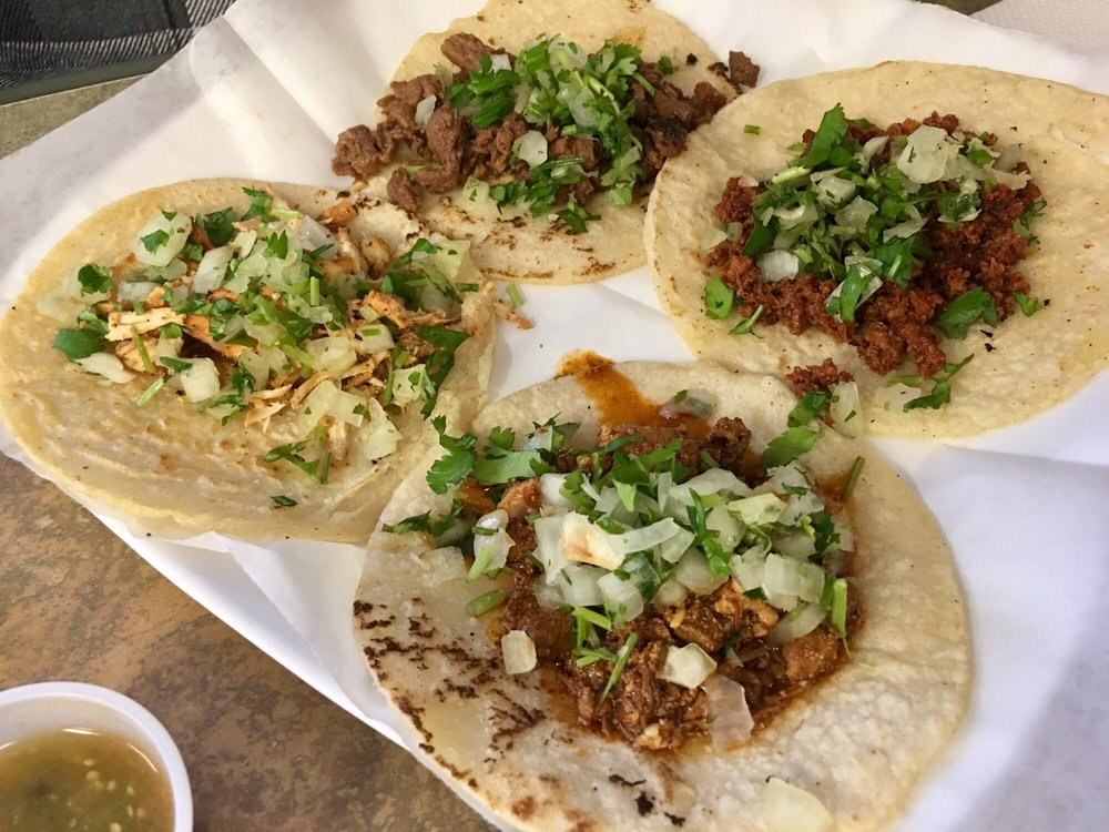 Mi Tierra Taco Shop: 2420 Frederick Ave, Saint Joseph, MO