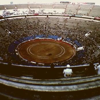 Resultado de imagen de La gente no va a los toros en Mexico DF