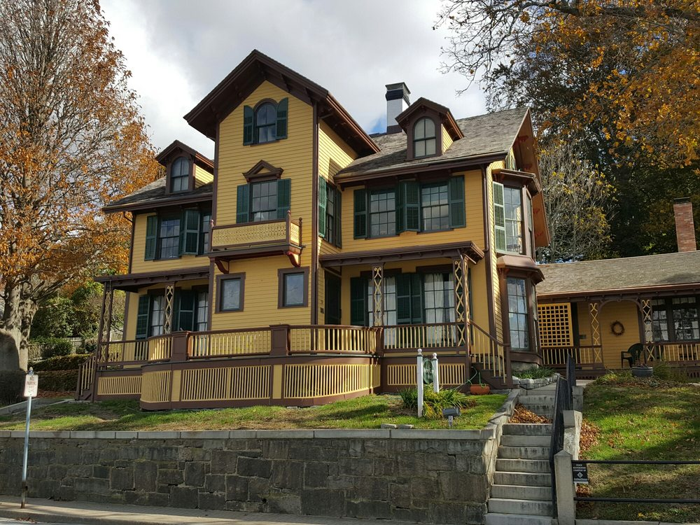 Avery Copp House: 154 Thames St, Groton, CT