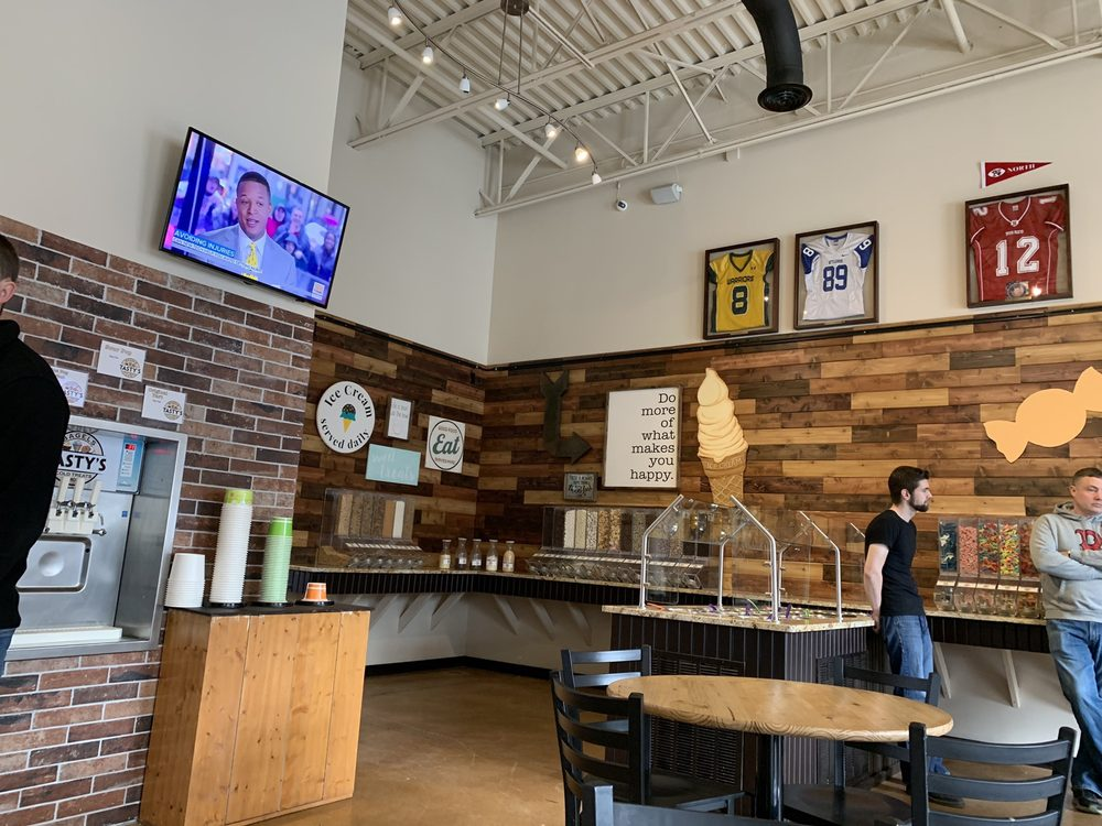 Social Spots from Tasty's Bagels, Cold Treats & More