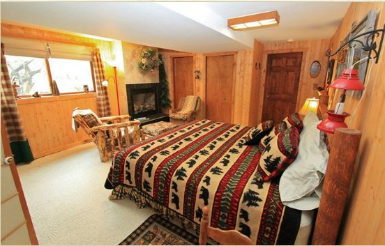 At Home In The Woods Bed & Breakfast: 898 N 350th E, Chesterton, IN