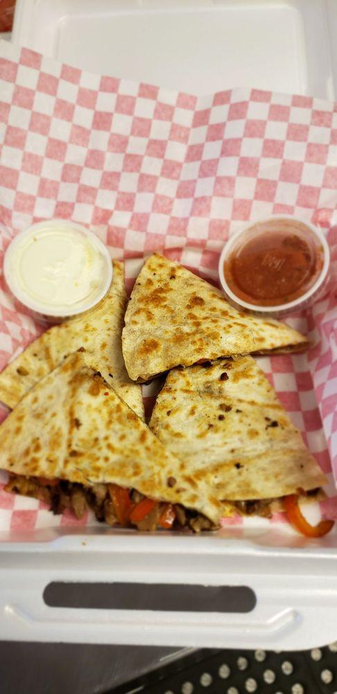 The Food Plot: 704 N 2nd St, Heber Springs, AR