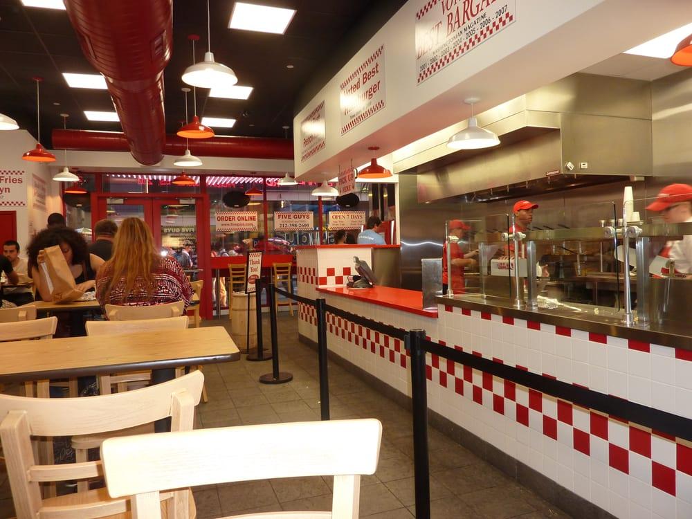 Five guys 99 foto 39 s 152 reviews hamburgers 36 w 48th st midtown west new york ny - Tweekleurige keuken ...
