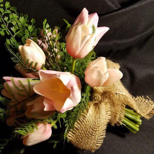 Flowers on a Moonbeam: 100 Mains Rd, Sequim, WA