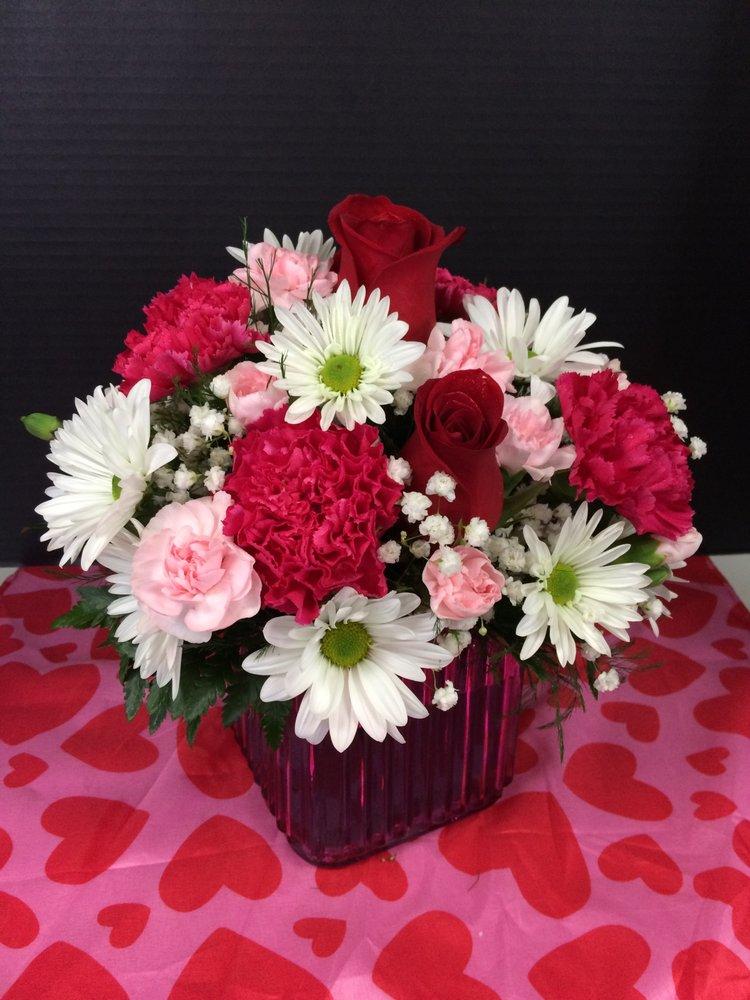 Chris Puhlman Flowers & Gifts Inc.: 846 Beaver Grade Rd, Moon Township, PA