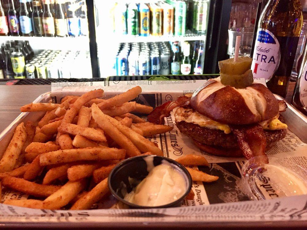 Main Street Tavern: 606 Main St, Huron, OH