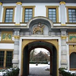 schloss h chst landmarks historical buildings h chst frankfurt hessen germany. Black Bedroom Furniture Sets. Home Design Ideas