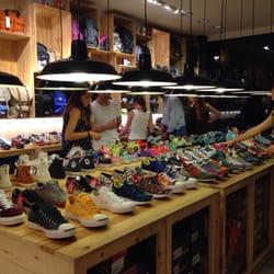 a4c37b1cc0b9f Sneakers   Co - Shoe Stores - Plaça de les Olles