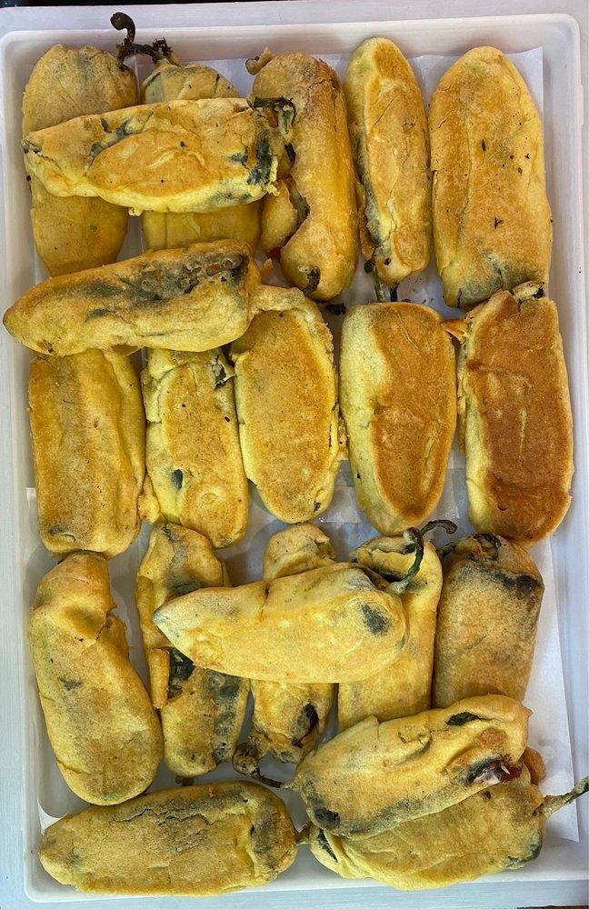 De Leon's Mexican Food: 925 East Hwy 33, Crete, NE