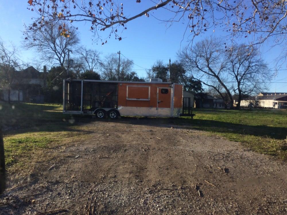 Big E's BBQ: 2601 7th St, Bay City, TX