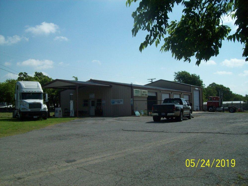 Bill's Auto Body & Towing: 2630 N Center St, Bonham, TX