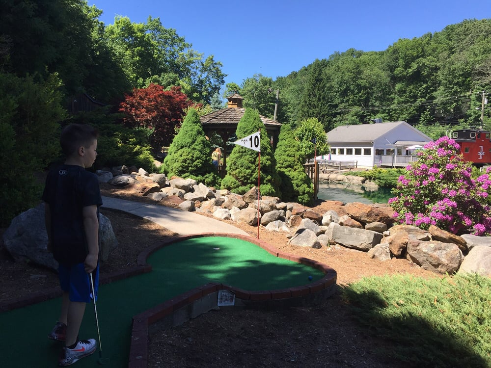 Olde Sawmill Grill and Miniature Golf: 345 Oxford Rd, Oxford, CT