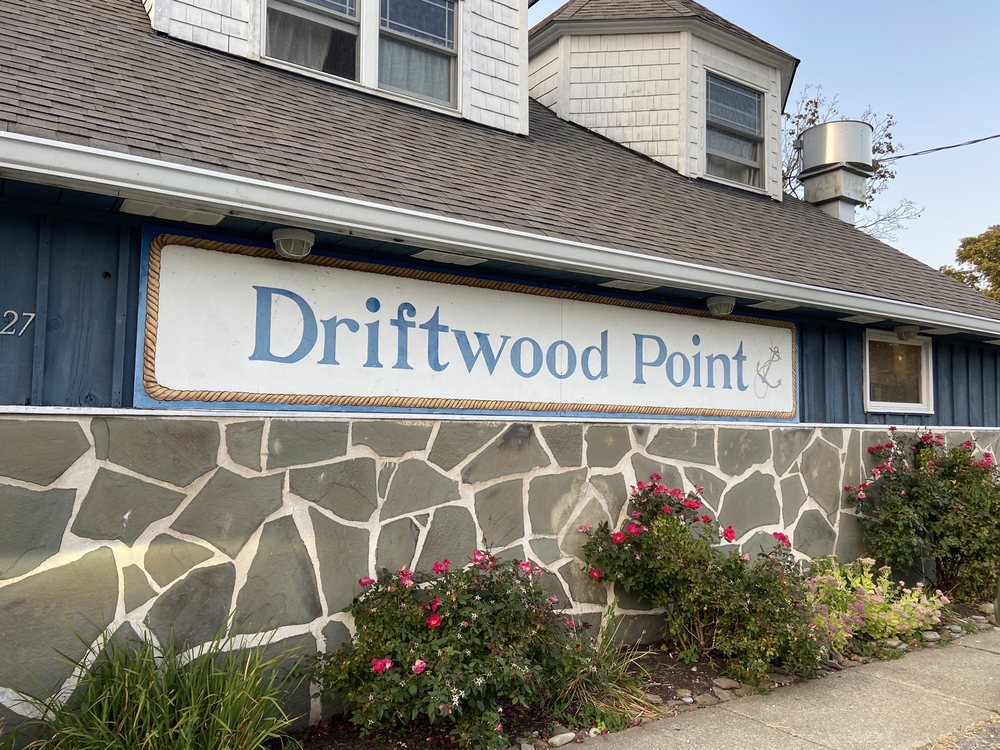 Driftwood Point: 6827 Lake Rd W, Geneva, OH
