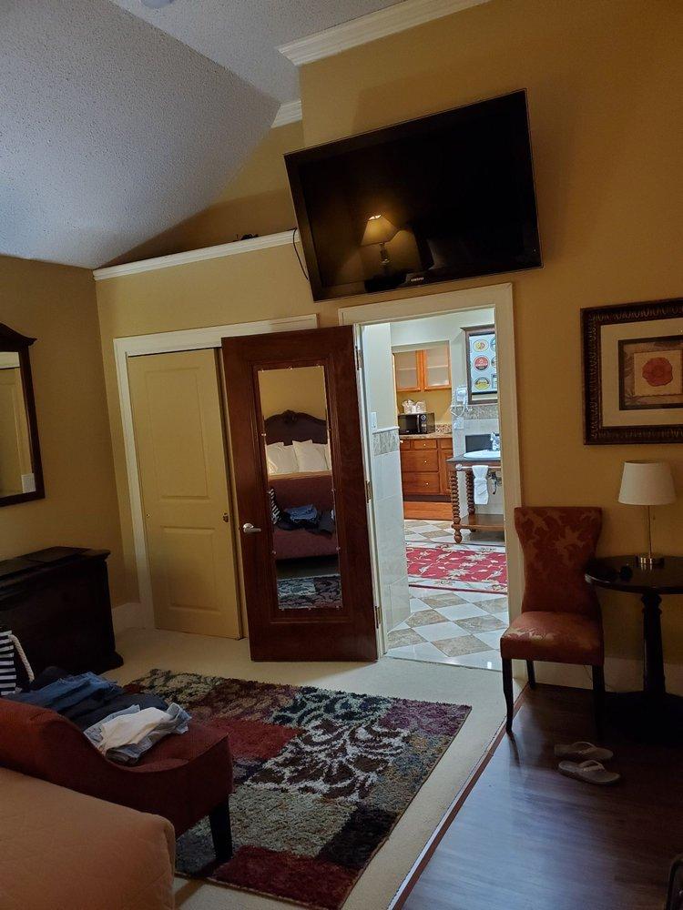 Hotel Dushore: 232 German St, Dushore, PA