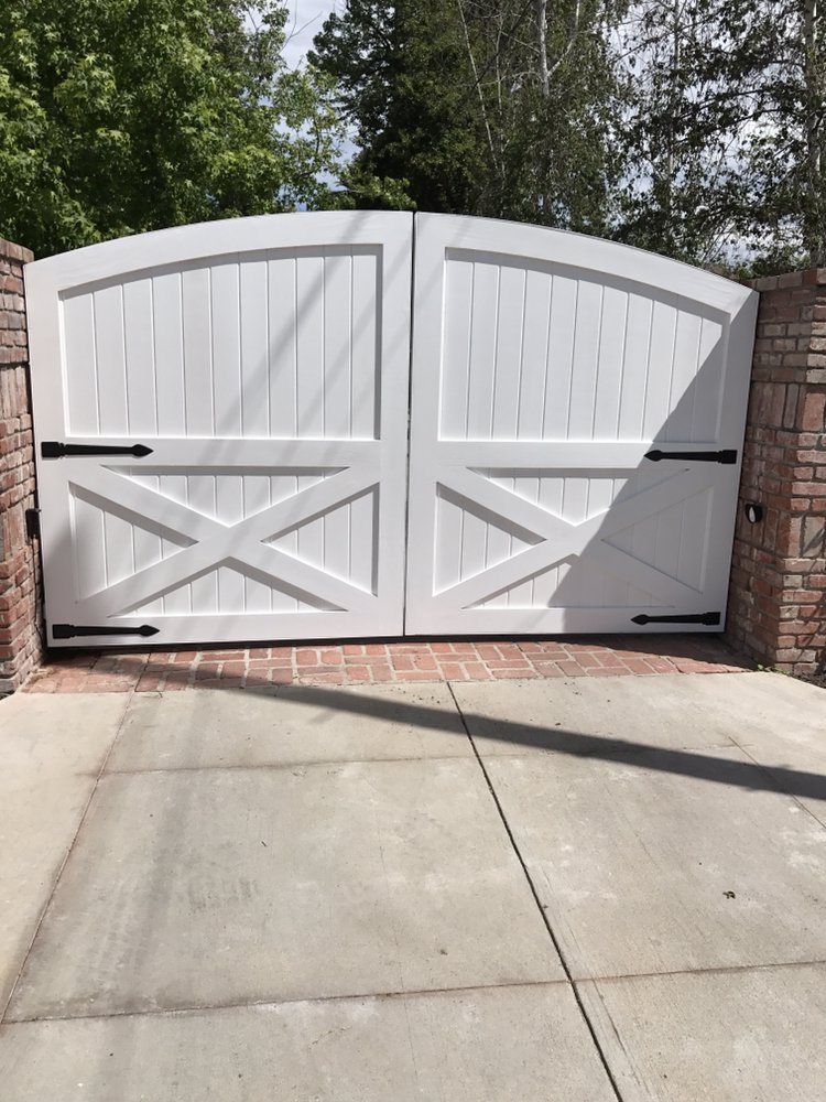 Double set of steel frame wood gates with Allomatic Toro 24 gate ...