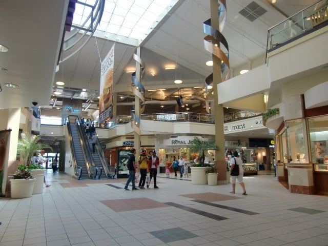 Lakewood Center Mall