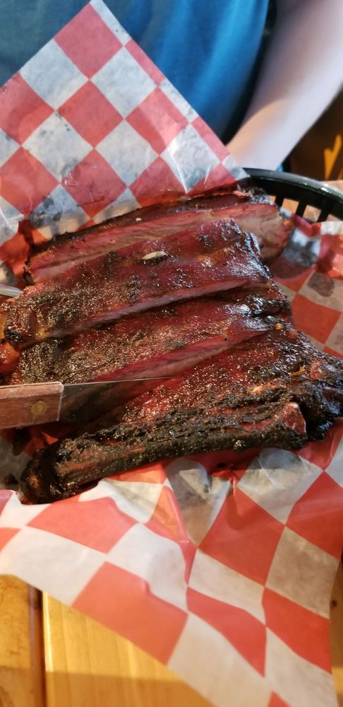 The Breakwall BBQ Restaurant: 1205 1/2 Broad St, Conneaut, OH