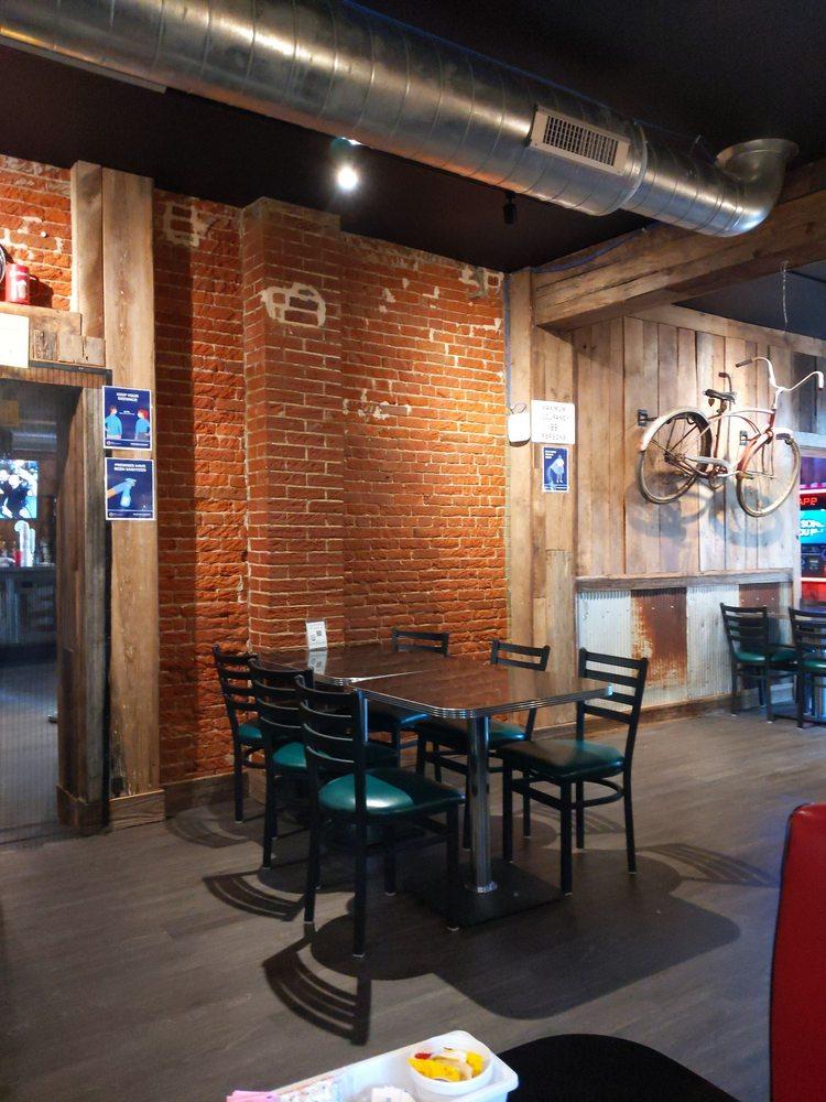 Reinhardt's Restaurant: 201 W Madison St, Millstadt, IL