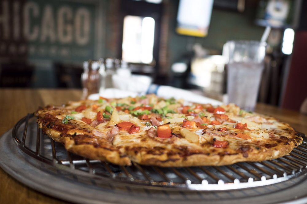 Old Chicago Pizza & Taproom: 802 Gervais St, Columbia, SC