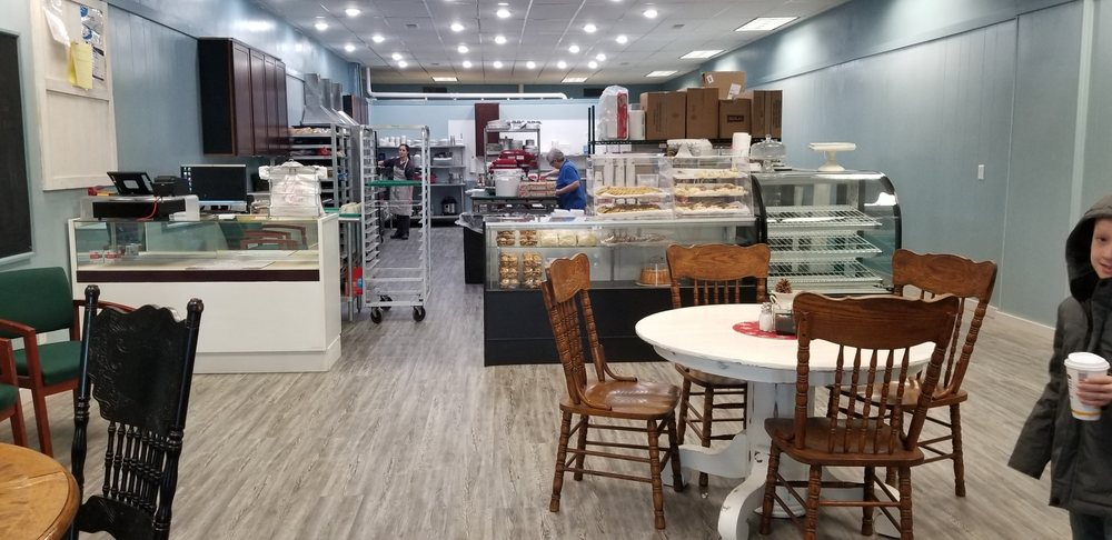 Family Traditions Bakery: 105 W Main Cross St, Taylorville, IL