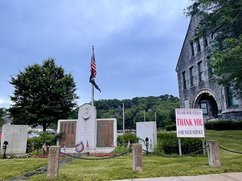 Soldier's Memorial: 1 S Main St, Windsor Locks, CT