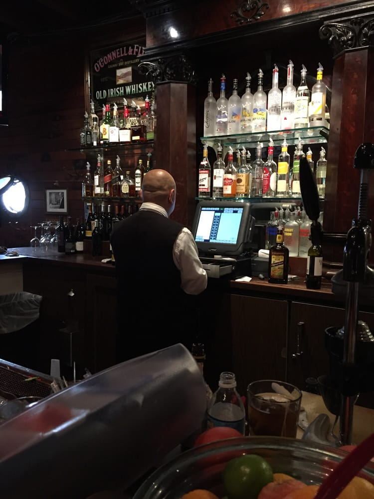 Great bartender carlos is amazing best happy hour around for Spenger s fresh fish grotto