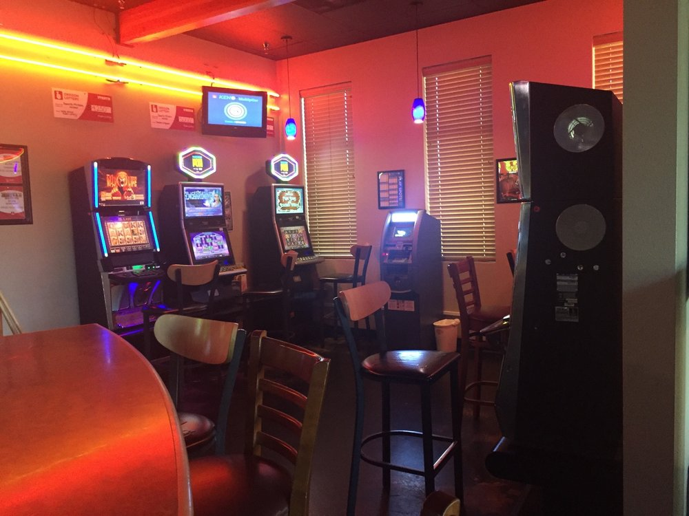Favorite Mistake Sports Bar: 5420 Pacific Blvd SW, Albany, OR