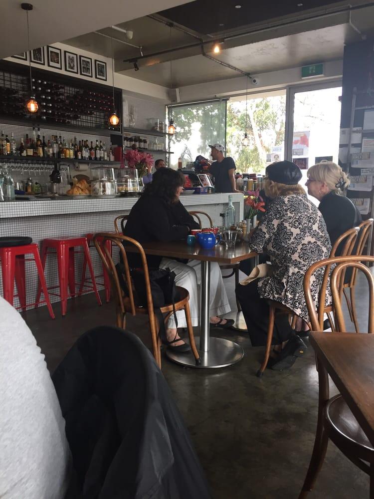 Elwood Food And Wine Bar