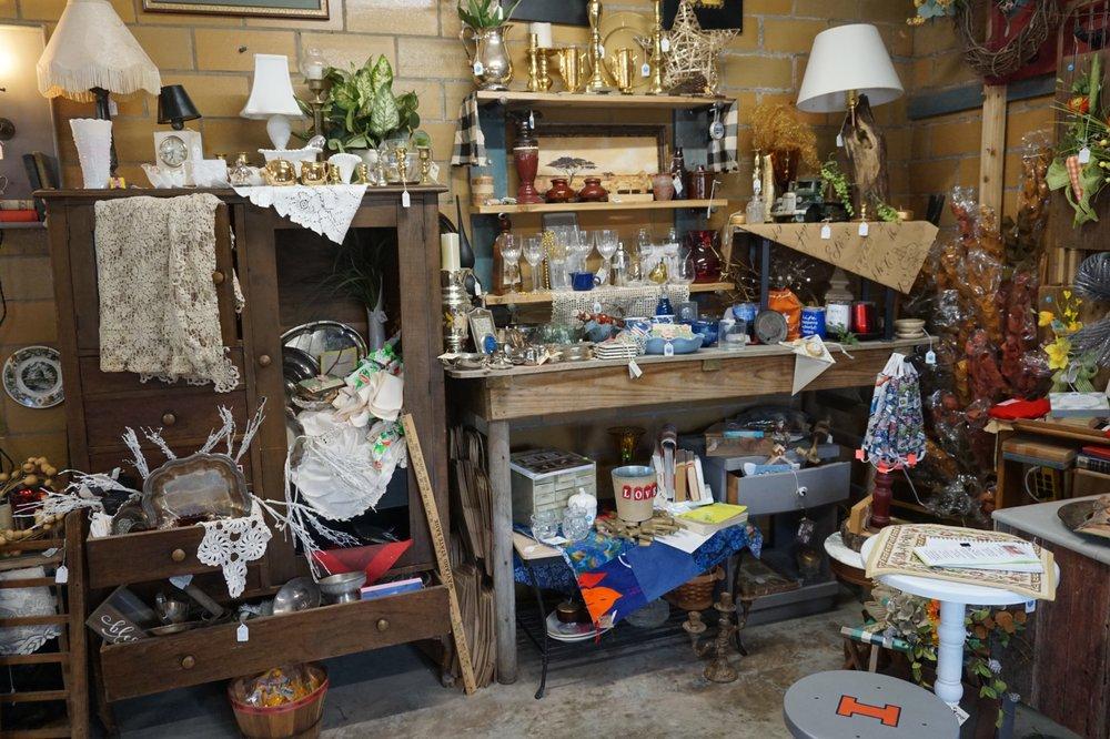 Pops Pop Up Shop: 517 W Howard St, Pontiac, IL