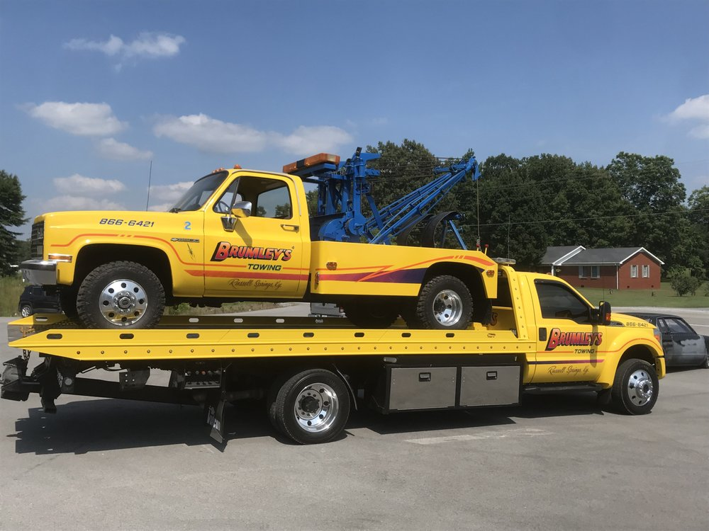 Brumley Towing & Body Shop: 1899 South Hwy 127, Russell Springs, KY