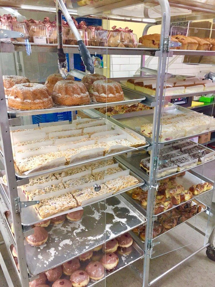 Benna's Bakery & Deli