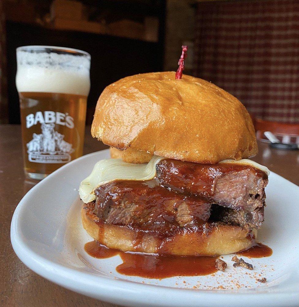 Babe's Bar-B-Que & Brewhouse: 71800 Hwy 111, Rancho Mirage, CA