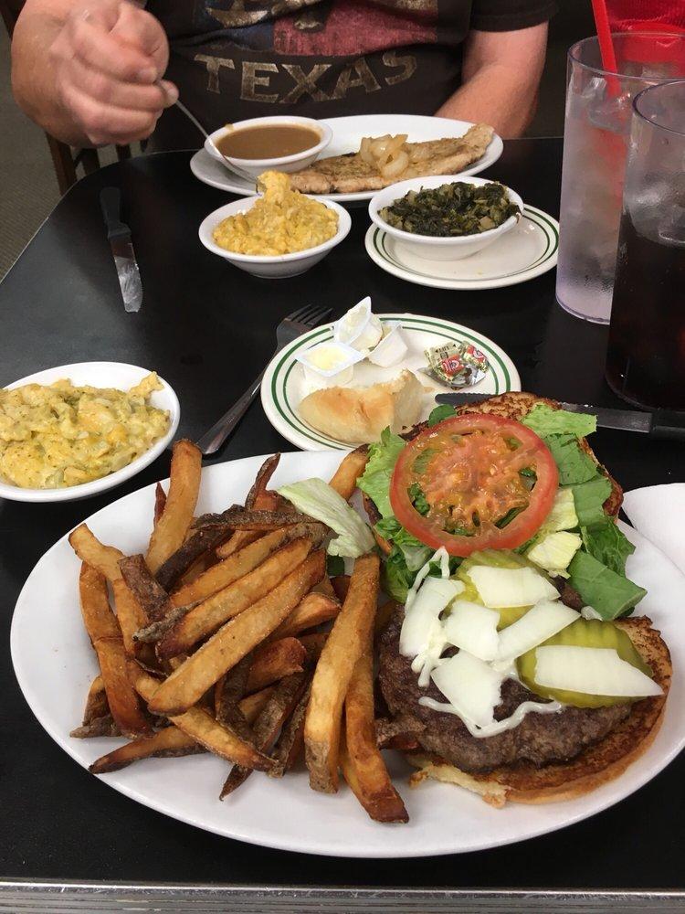 Dixie Diner: 4115 N Kings Hwy, Texarkana, TX