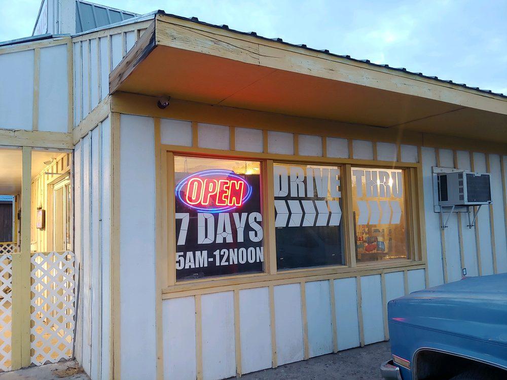 C&T Donuts: 506 S Cedar St, Pecos, TX
