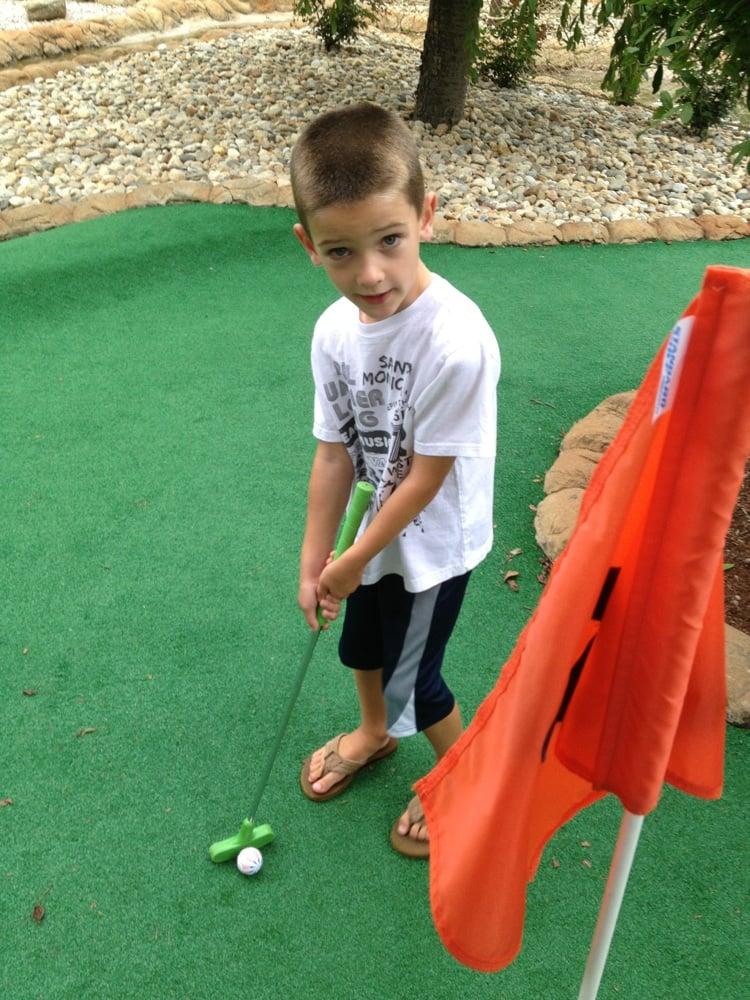 South Windsor Mini Golf: 845 Sullivan Ave, South Windsor, CT