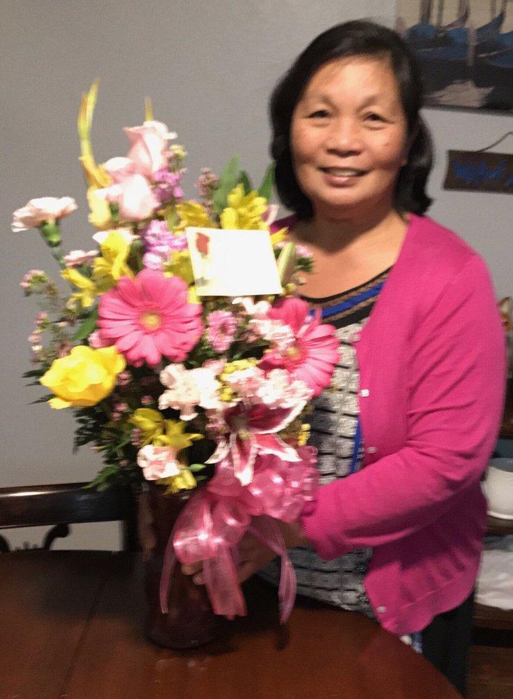 Leslie's Custom Floral: 1205 Main St, Delano, CA