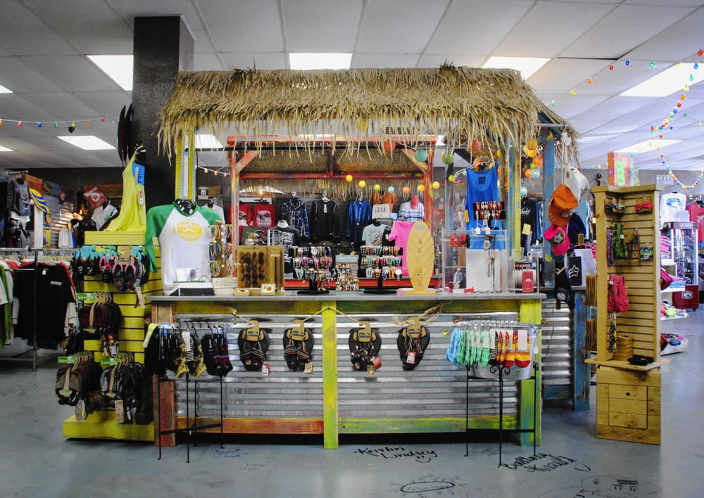 Punky Lu's Beach Shack: 116 S Commerce Ave, Russellville, AR
