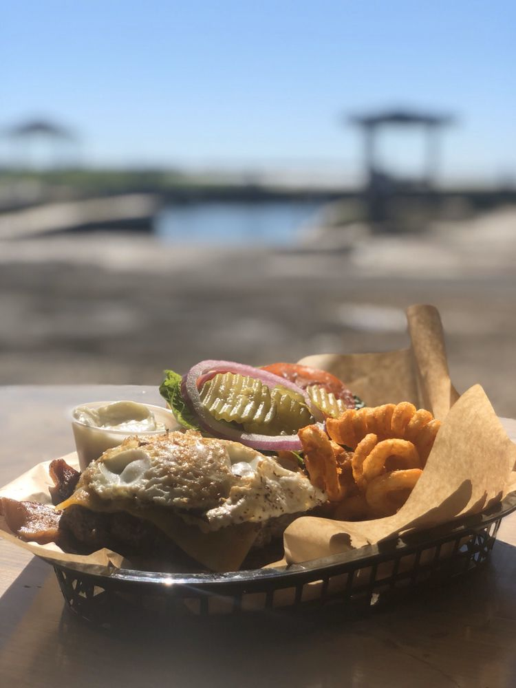 The Brass Turtle Lodge &  Restaurant: 1233 Bayshore Dr, Ingleside on the Bay, TX