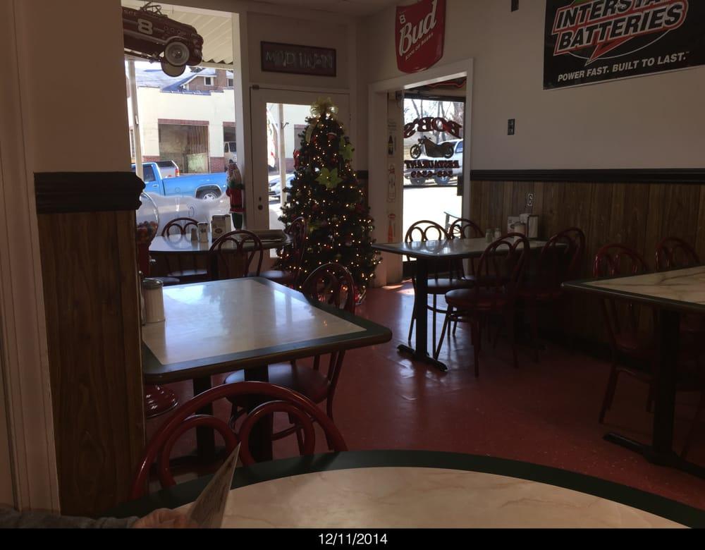 Bob's Restaurant & Catering: 124 S Market St, Madison, NC