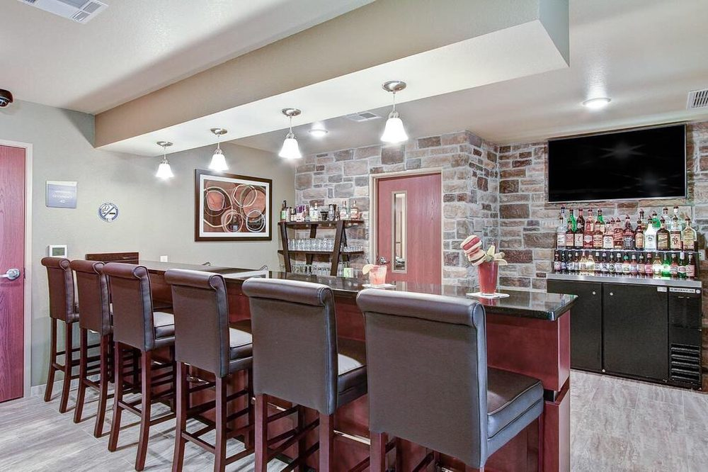 Cobblestone Hotel & Suites: 1220 Mountain Bay Dr, Pulaski, WI