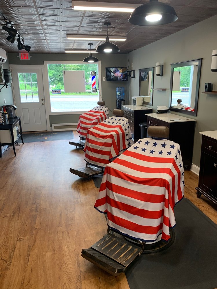 Sarro's Barber Shop: 16 Oak Tree Rd, Southbury, CT