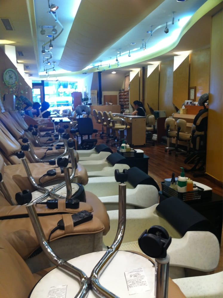 Bloomie nails spa 17 reviews nagelstudio 1320 for 1662 salon east reviews